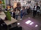 Klasa 0 i 3 na lekcji bibliotecznej_10