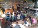 Klasa 0 i 3 na lekcji bibliotecznej_4