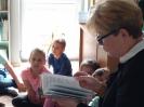 Klasa 0 i 3 na lekcji bibliotecznej_8